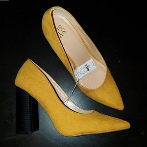 NWT yellow heels New York & co